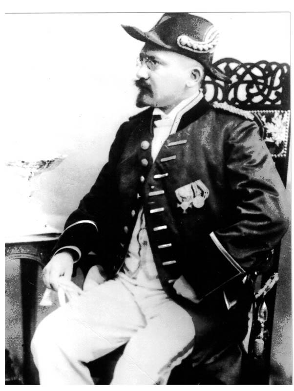 Emil Krebs um 1900 in Galauniform
