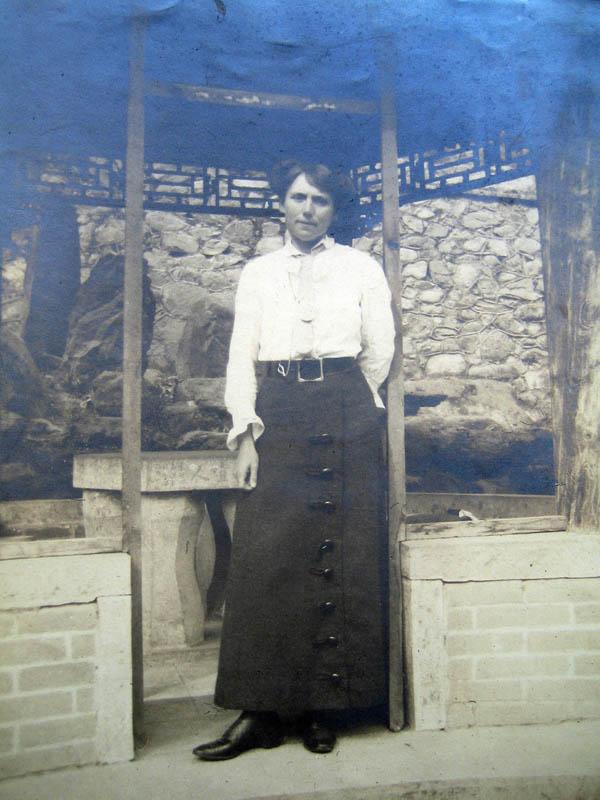 Mande Krebs 1915 (seit 1913 mit Emil Krebs verheiratet)