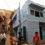 Wohnhaus in der Altstadt Jodhpurs mit dem typischen blauen Anstrich
