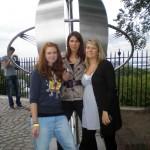 Toni, Darya, Annemarie auf dem Greenwich-Meridian