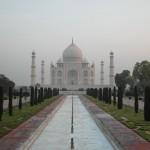 Das zum Weltkulturerbe zählende Taj Mahal liegt in der nordindischen Stadt Agra im Bundesstaat Uttar Pradesh.