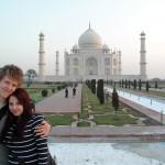 Hannah und Karl bei Sonnenaufgang vor Indiens Wahrzeichen
