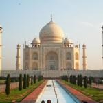 """Das Taj Mahal, die """"weiße Perle"""", wurde als Mausoleum vom Großmogul Shah Jahan zum Gedenken an seine 1631 verstorbene Hauptfrau Mumtaz erbaut."""
