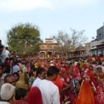 Menschenmassen auf dem Volksfest in Bhaktapur, der dritten und kleinsten der Königsstädte des Kathmandutals in Nepal und gelegen an einer alten Handelsroute nach Tibet .