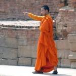 Buddhistischer Mönch in Sarnath unweit Varanasi. Sarnath ist ein Wallfahrtsort für Buddhisten aus aller Welt, da Buddha hier nach seiner Erleuchtung seine erste Predigt gehalten haben soll.