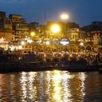 Nächtliches Volksfest am Ganges