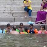 Varanasi. Schwimmunterricht im Ganges