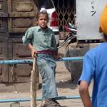 Cricket ist beliebter Volkssport Indiens. Überall findet man Kinder und Familien, die nach dem Vorbild der indischen Nationalmannschaft den Cricketschläger schwingen.