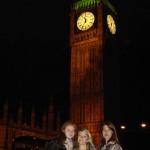 Toni, Annemarie, Darya unterm Big Ben
