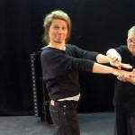 Die Praktikantin Anna Rogula mit René Schappa im Workshop. René ist seit 1994Ensemblemitglied.